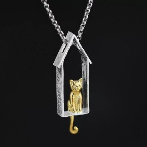 Cat's Waiting Pendant 2
