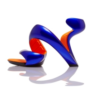 Julian Hakes - Mojito is a unique shoe design. It is a single wrapped geometry which starts under the ball of the foot, sweep over the bridge, then down below the heel before twisting back on itself to provide the support for the heel.