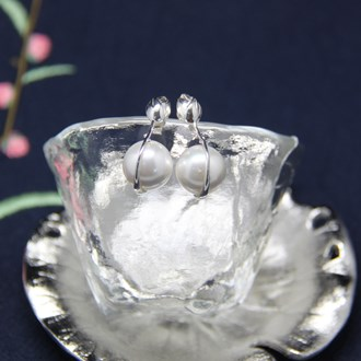 Flower Bud Pearl Earring 2