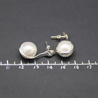 Flower Bud Pearl Earring 3
