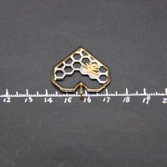 Honeycomb Pendant - Detail