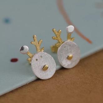 Reindeer Earring 1
